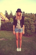 Angelica Ström - H&M Hat, H&M Jacket, H&M T Shirt, Second Hand Shorts, Keds Shoes - Sunday