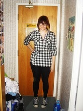 Vanessa Vaillant - American Eagle Flannel Pull Over, Divided Black Leggings, Converse Real Old Chucks, H&M Rosebuds, Le Chateau Big Ol' Glasses - Close your eyes to see