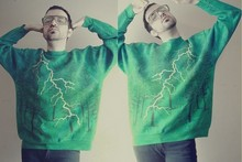 Oskar V. - Local Colors Art Colthes Green Oversize Thunder Sweatshirt, Vintage Terry Glasses - Madre tierra.