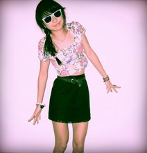 Debra Teoh - Ray Ban Wayfarers, Vtg Cropped Floral Tee, Vtg Woven Belt, Vtg Lace Skirt - Those be rubies, fairy favours