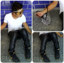 Alex´s Buster - Zara Latexpants, Nike Shoes, Bershka Shirt, Purse - BASICS