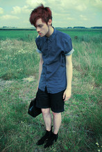 CLEMENT LOUIS . - H&M Black Short, London Black Suede Boots, Frip Black Leather Bag, Frip Blue Small Weight Shirt - Like a wolf . Clément Louis .