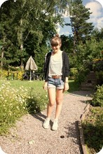 Elinor - Monki Bluestriped Shirt, Zara Shorts, Mum's Belt - Baba babarababa...