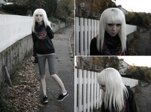 Shelley Mulshine - Newfashion.Dk Scarf, Nike Windrunner, Second Hand Gray Checked Pants, Adidas Sneakers, H&M Gray Tank Top - Last autumn