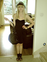Paulina Anna - Stradivarius Hat, Oysho Dress, Aldo Shoes, Aramani Jeans Bag - Black Widow.