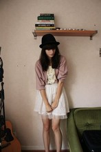 Laura Gommans - Second Hand Cardigan, Second Hand Hat, Gina Tricot Skirt - Pretty in pink