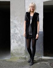 Marie Hindkær Wolthers - H&M Waistcoat, Topshop Boots - 24.09.2009