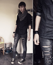 Erwin Bloemendal - H&M Circle Scarf (Grey), Self Made Ripped Pants, All Stars - Im all restless but I dont care