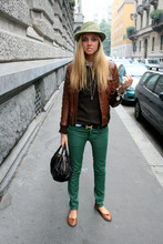 Chiara Ferragni - Brown Leather Jacket, Brown Sweater, Cheap Monday Green, Hermës Hermes Belt, Fendi Spy Bag, Brown Flats - Http://www.theblondesalad.com/