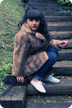 Romyane Romagnoli - Vintage Fur Coat - Red lips and the fur coat.