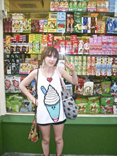 Florence Amelia - Red Or Dead Dream Bag, Pixel Heart Necklace, Ice Cream Vest, H&M Polka Dot Bag Full Of Snacking Seaweed!, Topshop Black Denim Shorts - Chinatown.