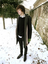 Oscar Robertson - Topman Wool Coat, Topman Black Round Neck, H&M Scarve, Topman Black Skinny Jeans, Topman Pointy Shoes - So beautiful...... SO COLD!