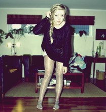 Kine emelie V - Gina Tricot Sweater, Diy Shorts, Gina Tricot Leggings - When i say jump, you say how high