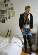 Anna W - Vintage Jeans Shorts, Chanel Vintage Scarf, Topshop Shirt - Stay-in-and-study-look