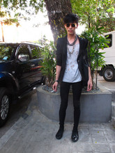 Chi Kotur - Vintage Round Specs, Zara Coat With Studs, Mono Shredded Tee, Topman Chain Necklace , Bullet Necklace, Zara Skinny, Zara Shoes - Rajo laurel's la latina 2010