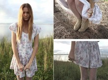 Jessica Stein - Vintage Floral Picnic Dress, Tan Seude Wedges, Topshop Polka Dot Tights - Lace & paper flowers