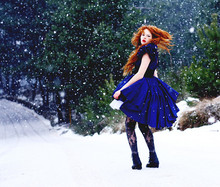 Claudia P. - Underskirt, Black Belt, Secondhand Royal Blue Dress, Secondhand Shoes, Lacetights, Yessss My Hair Colour It's Natural !!!!!!!!!! - Welcome to Narnia :>