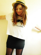 Lily Melrose - New Look Cropped Tshirt, H&M Body Con Skirt, Primark Boater - Le moustache