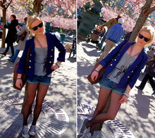 Elle Karlsson - H&M Bag, Lindex Necklace, H&M Tanktop, American Apparel Belt, Ray Ban Sunglasses, H&M Blazer, Ã…Hlens Tights, H&M Shorts - Http://hey-elle.blogspot.com