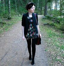 Riikka A - Vintage Blazer, Miss Patina Floral Dress, Vintage Briefcase - I'll find that the years passed us by