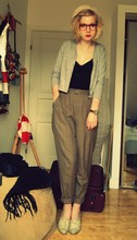 Hedvig Boström - Harry´S Hardwere Cardigan, Old Chinos, Second Hand Glaces, Topshop Shoes - Regnmoln brukade jaga mig