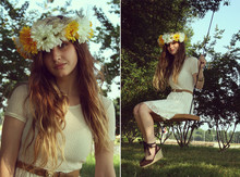 Katy Tipton - Daisy Crown, White Lace Summer Dress, Thrifted Lion Buckle Belt, Lace Up Wedges - Daisy crown