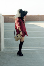 Amy Lee - H&M Floppy Hat, Vagabond Vintage Taupe Shoulder Bag, Vagabond Vintage Flannel - VAGABOND YOUTH