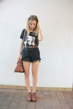 Josephine M. - Hairscarf, Kate Moss Tshirt, Levi's® Vintage Shorts, Primark Belt, Mulberry Bag, Zara Wedges - Kate close