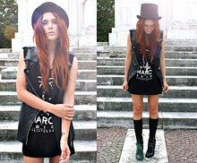 Kate Pe. - Lucyd Acyd Jagger Motorcycle Vest, Maison About Oversize Tank - Cause I killed your rock n' roll!