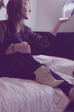Chloë Akers - Lace Shirt, Gap Dark Wash Skinny Jeans With Zipper, Lace Covered Heels - 私は信じて夢です。
