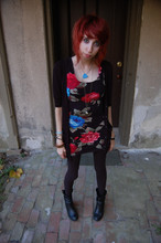 Dani Tauber - Long Cardigan, Knit Floral Print 90s Dress, Full Length Leggings, Boots, Pocketwatch Necklace - MICE IN THE ATTIC