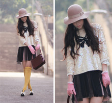 Mayo Wo - Monki Neutral Hat, Vintage Sequin Jumper With Bow, Ans Pink Suede Gloves, Pleated Tulle Skirt, Ankle Boots With Bow - Vintage sequin jumper