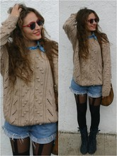 Marta Castellanos - Vintage Handmade Sweater, Undefined Tights, No Brand Boots - What a nerd!