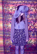 Chloë Akers - Silver Fox Hat, Roommate Gave It To Me Cardigan, Salvation Army Floral Print Skirt, Patterned Tights, V Neck T Shirt - 大好きだ