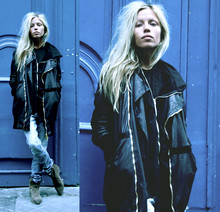Margaux Lonnberg - Giorgio Brato Leather Jacket, 00044 Black Sweat, Helmut Lang Tee Shirt - Sunday/Marais