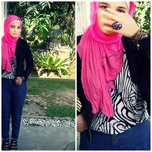 Ili Baharin - Bundle Flower, Cotton On Black, Undefined Pants, Forever 21 Bracelet - Don't be embarrassed, it just means you're awesome!