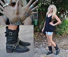 Anna V - Paris Boots, H&M Top, Jay Jays Shorts, Cotton On Bra, Gina Tricot Bag - Let me fly