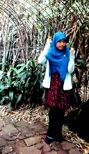 Okdiani Inaidko - Zara Hijab, Bros Brooch, Cardi Cardigan, Gee Eight Dress, Levi's® Jeans, Batta Flats - RAINY GARDEN