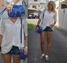 Anna V - Temt Shirt, Temt Shorts, Levi's® Bag, Lovisa Ring - Finnish colours