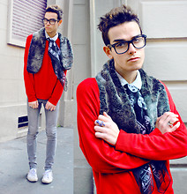 Gianni Sarracino - Red Brooksfield Sweater, Faux Fur Snood, Comme Des Garçons Dots Shirt, Snake Ring, Alexander Mcqueen Silk Skull Scarf - SKULLMATE