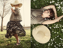 Starr Crow - Michael Stars Tee, Target Floppy Hat, Love Vintage Skirt, Ecote Shoes - Lightfoot