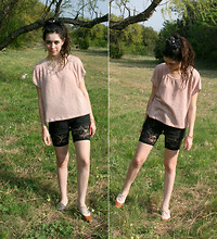 Krysta M - Knit Top, Levi's® Shorts, Second Hand Lace Tights, Thrift Town Favorite Shoes - Kick drum heart