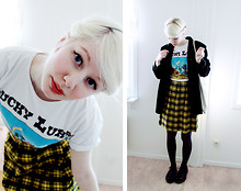 Elin . - Recycling Centre Tshirt, Recycling Centre Skirt, Uff Coat, Dr. Martens Dr - Lucky Luke and I