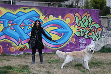 Siu . - Hunter Rainboots, Marc By Jacobs Bag, Bebe Coat - Grafiti Wall