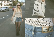 Anna Bolika - H&M Tail, Wemakethecake Wo Ist Der Bus?, H&M Dotted Top, Vans Chukka Boot, Cheap Monday Cut Off Jeans - Weekend wars