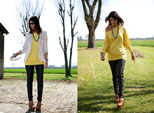 Federica B - Chiccastyle Batwing Sleeves Top - Yellow Sunshine Top And Black Leather Pants