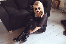 Thelma Malna - H&M Sunglasses, Indiska Shirt, Dr. Martens Darcie Boots - I wanna sing like those garbage indie bands
