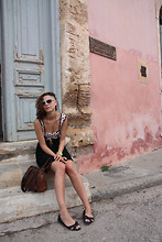 Maria Bros - New Yorker Dress, H&M Shoes, Vintage Bag, H&M Sunglasses, Swatch Watch - CHANIA CHILLOUT