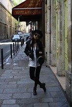 Farah&Abigail - - Vintage Boots, Topshop Sling Bag, Chained Scarf - Don't talk to me of love, let's talk of Paris