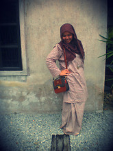 Iyza Ariff - Brown Pasmina, Forever 21 Vintage Necklace, My Granny's! Vintage Bag - A typical Malay girl